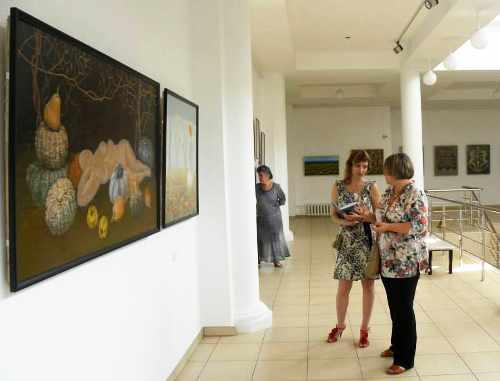 """В Адыгее проходит выставка современного искусства Дагестана """"Гора Каспий"""""""