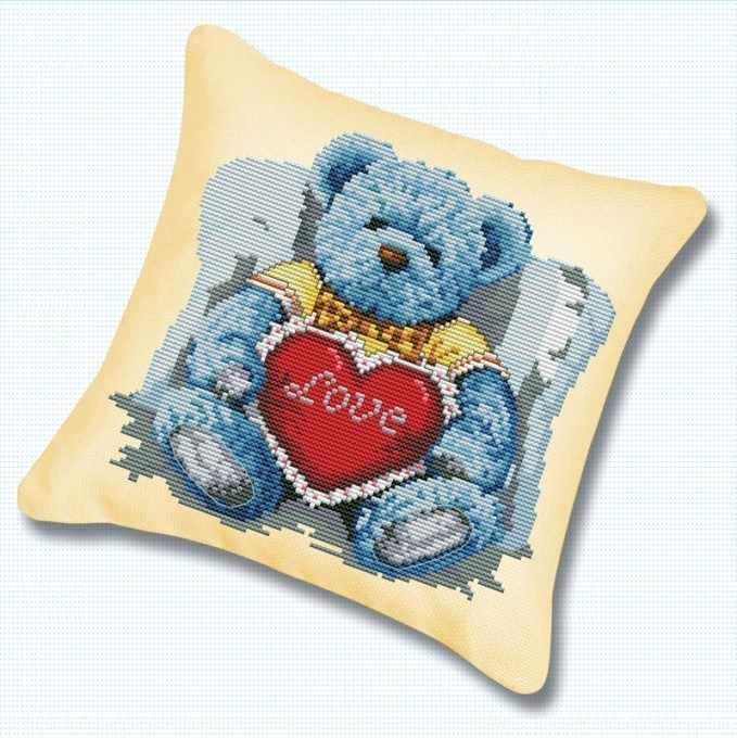 Подушка 920 Медвежонок с сердцем (Белоснежка)