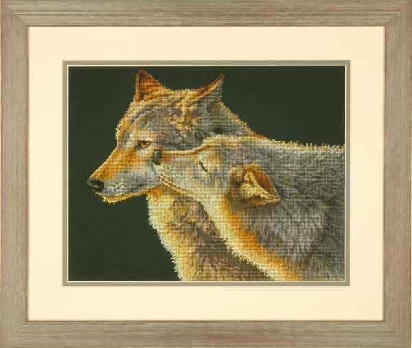 35283-DMS Wolf Kiss