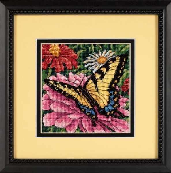 7232-DMS Бабочка на цинии