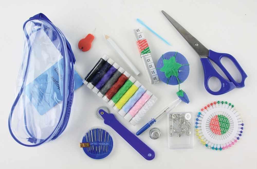 N4303 Набор швейный в прозрачном пластиковом кошельке на молнии