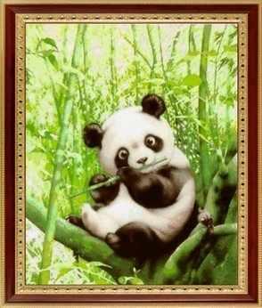 070 Панда в зеленом бамбуке