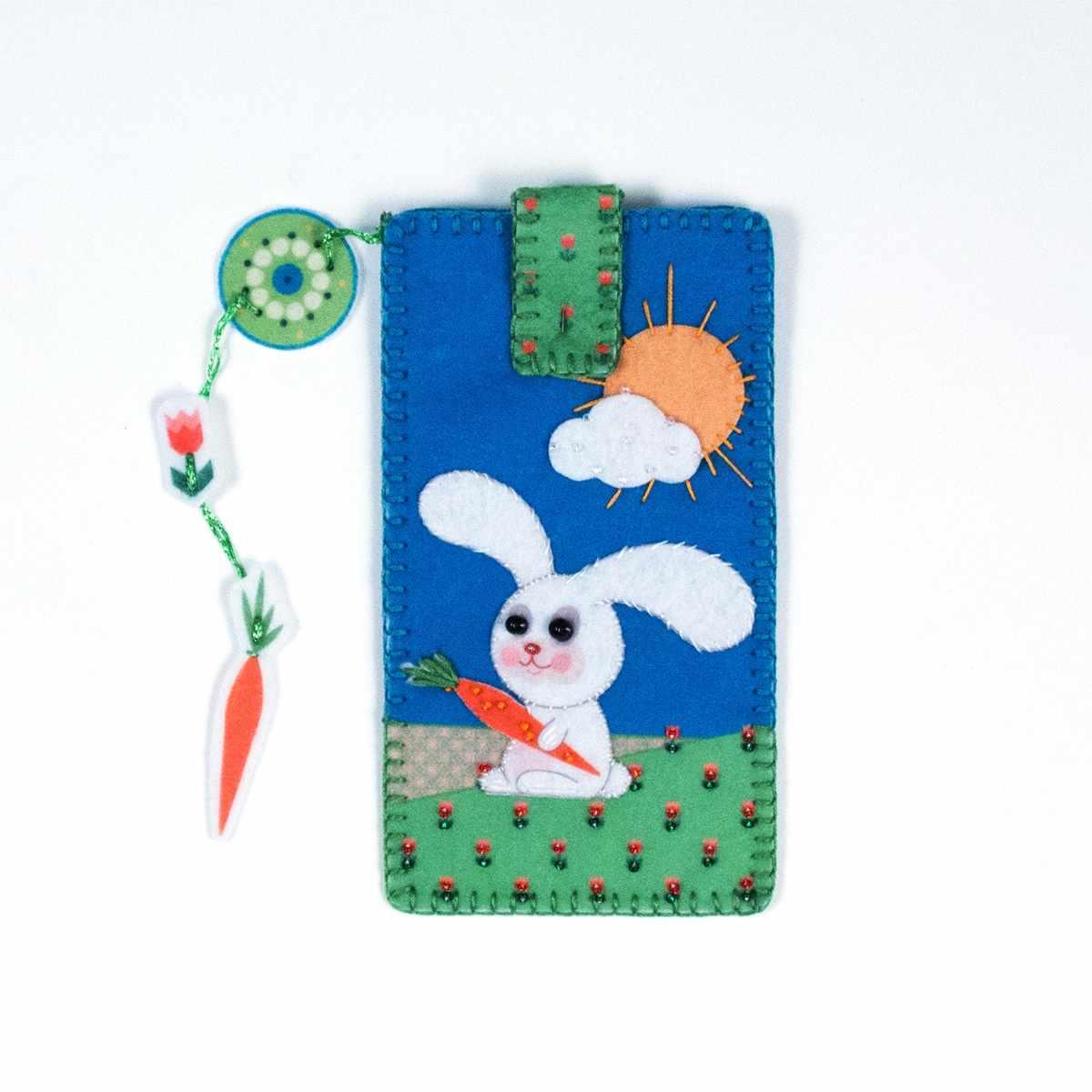 """8368 Чехол для телефона """"Зайка на лужайке"""" - набор для вышивания (МП)"""