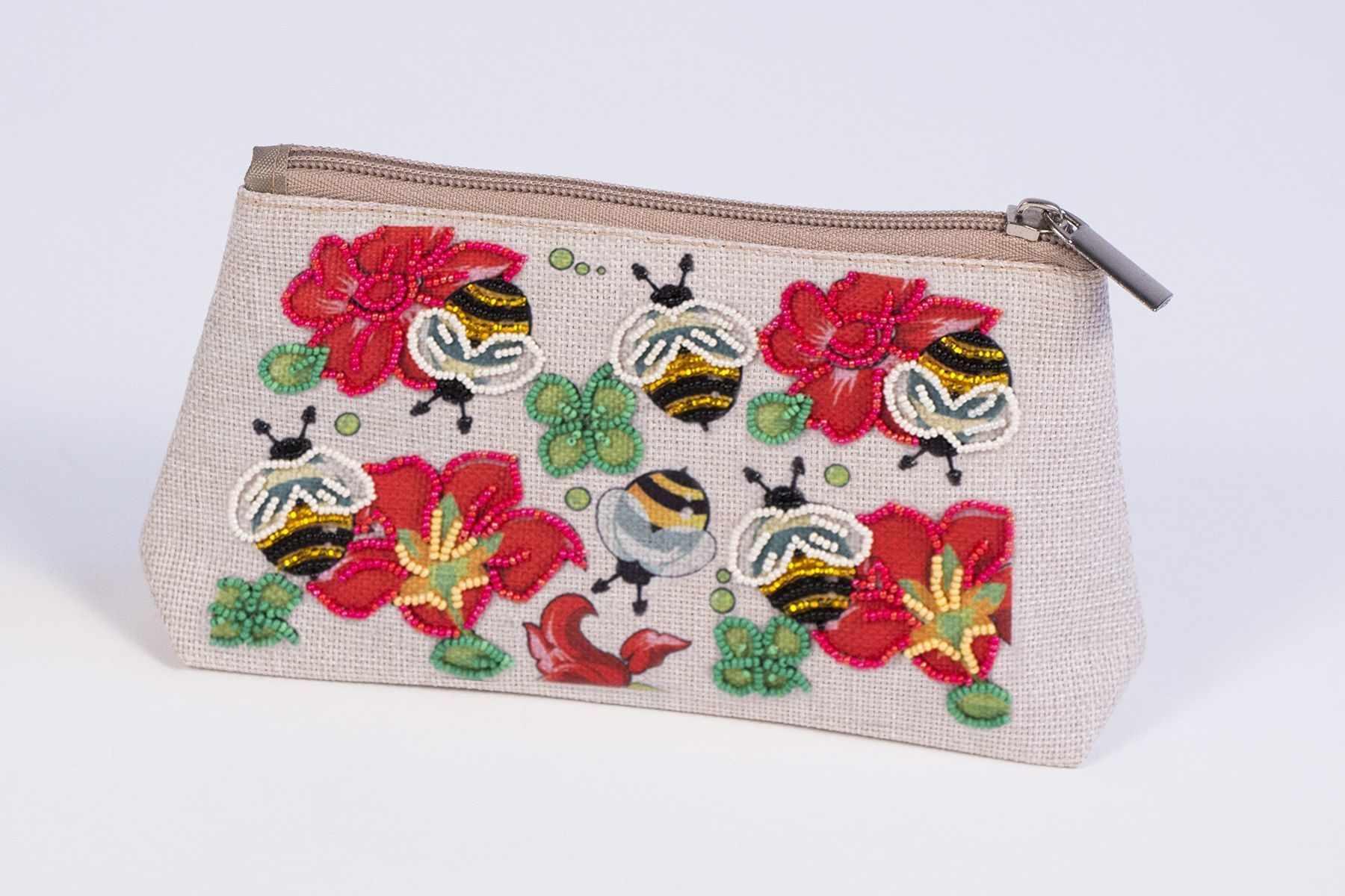 8545 Пчелкино удовольствие - набор для вышивания