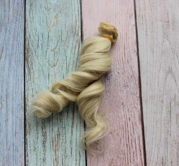 Волосы локон 5 (блонд), 15 см