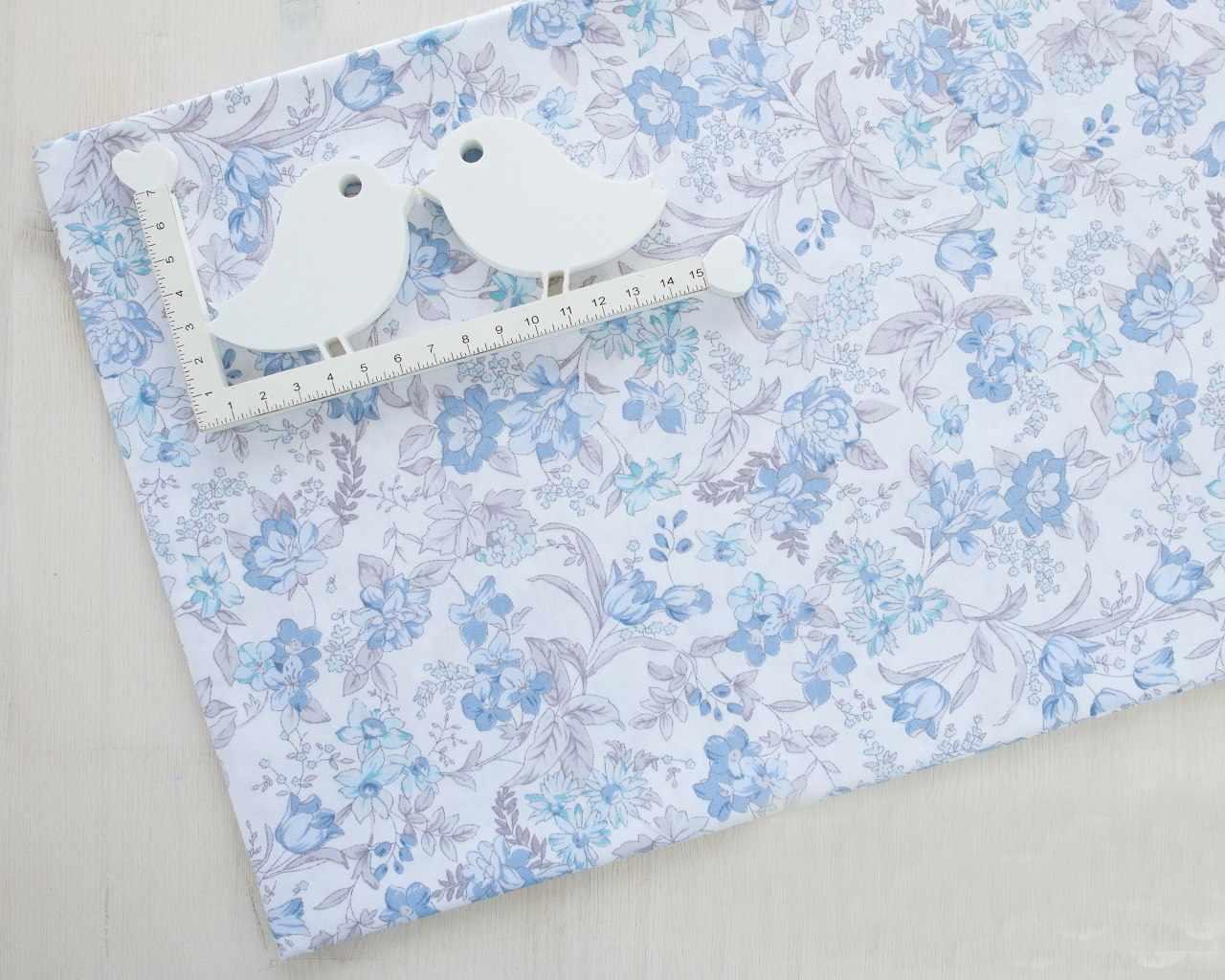 К450 Голубые цветочки на белом