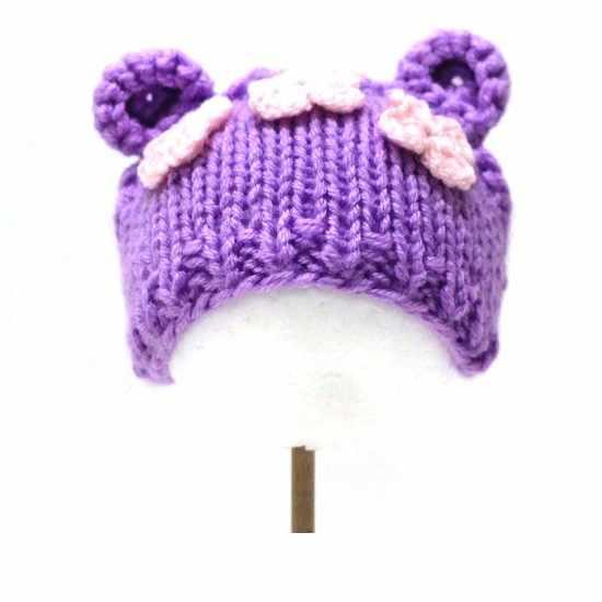 Вязанная шапочка для куклы. Фиолетовая с цветами