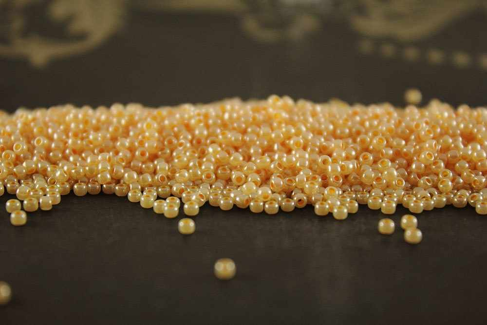 №0904 бл.оранжевый/перл 10/0 круглый 2 2.4 мм