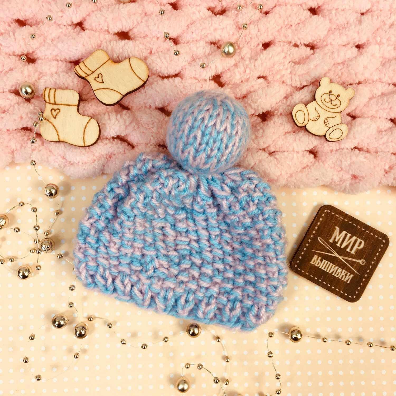 Вязанная шапочка для куклы. Голубой меланж