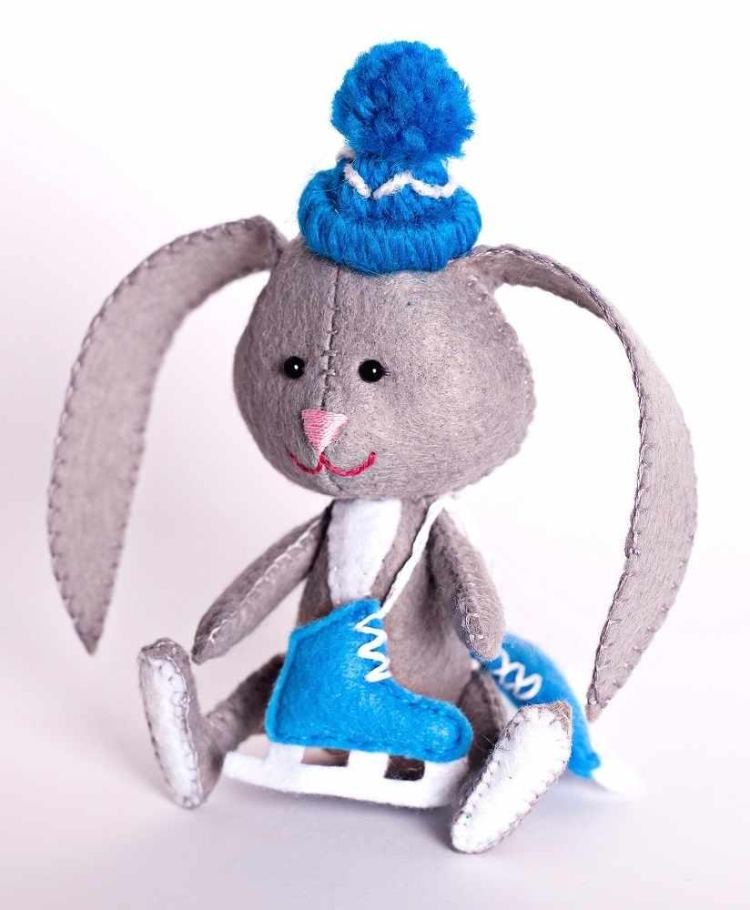 """ПФД-1065 """"Зайчонок с коньками""""- игрушка (Перловка)"""