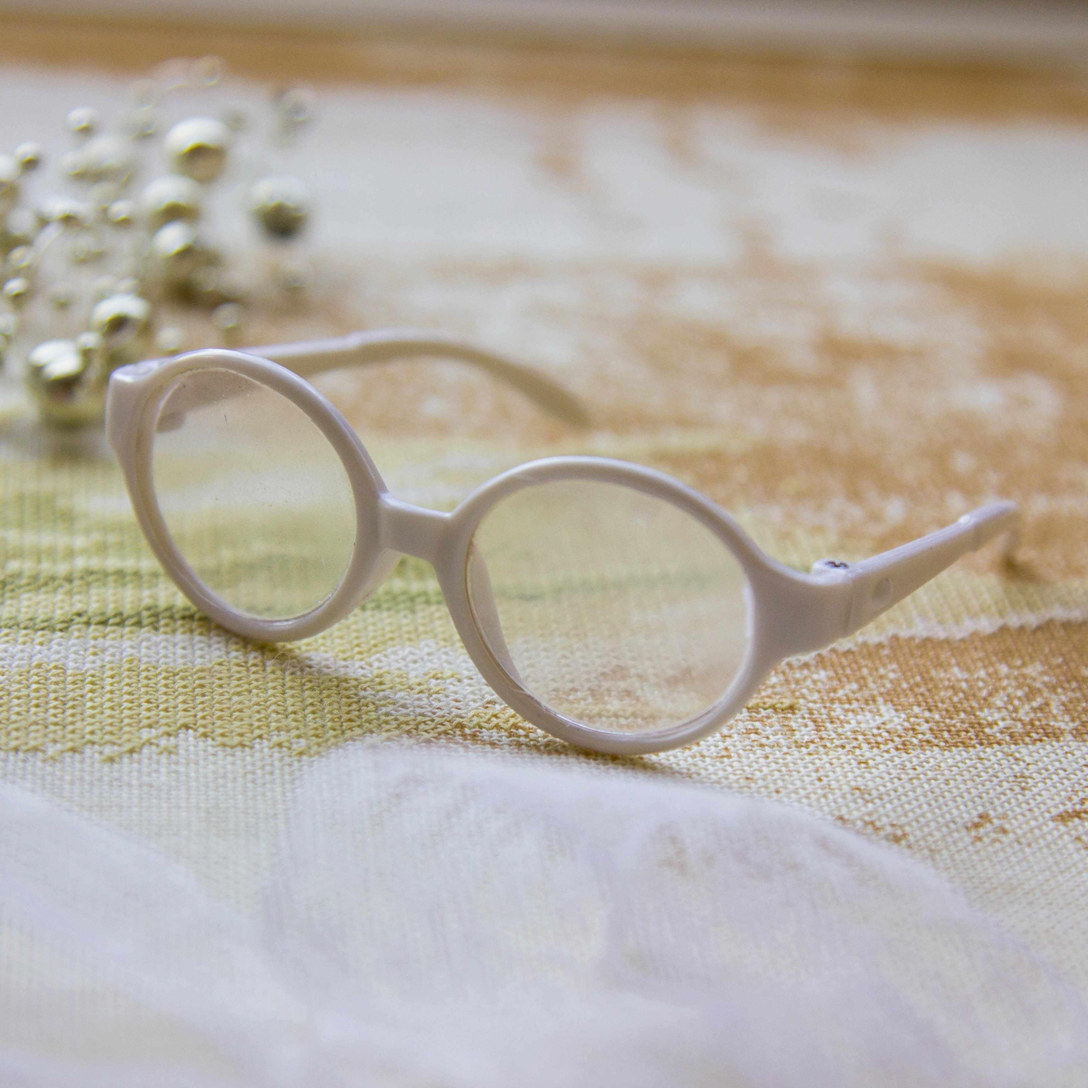 Очки круглые белые со стеклом, 7 см