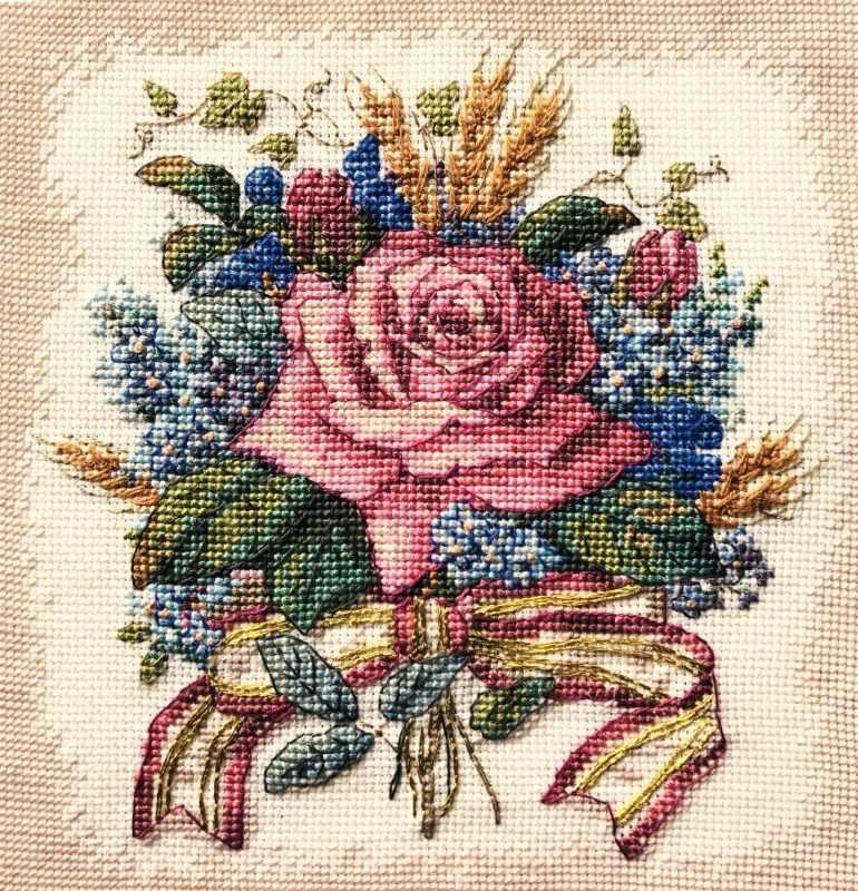 4468 Роза в букете