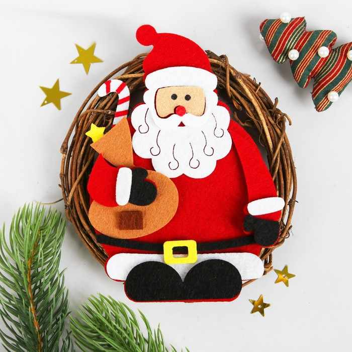 """3555021 Набор для творчества - создай новогоднее украшение """"Венок - Дед мороз с мешком подарков"""""""
