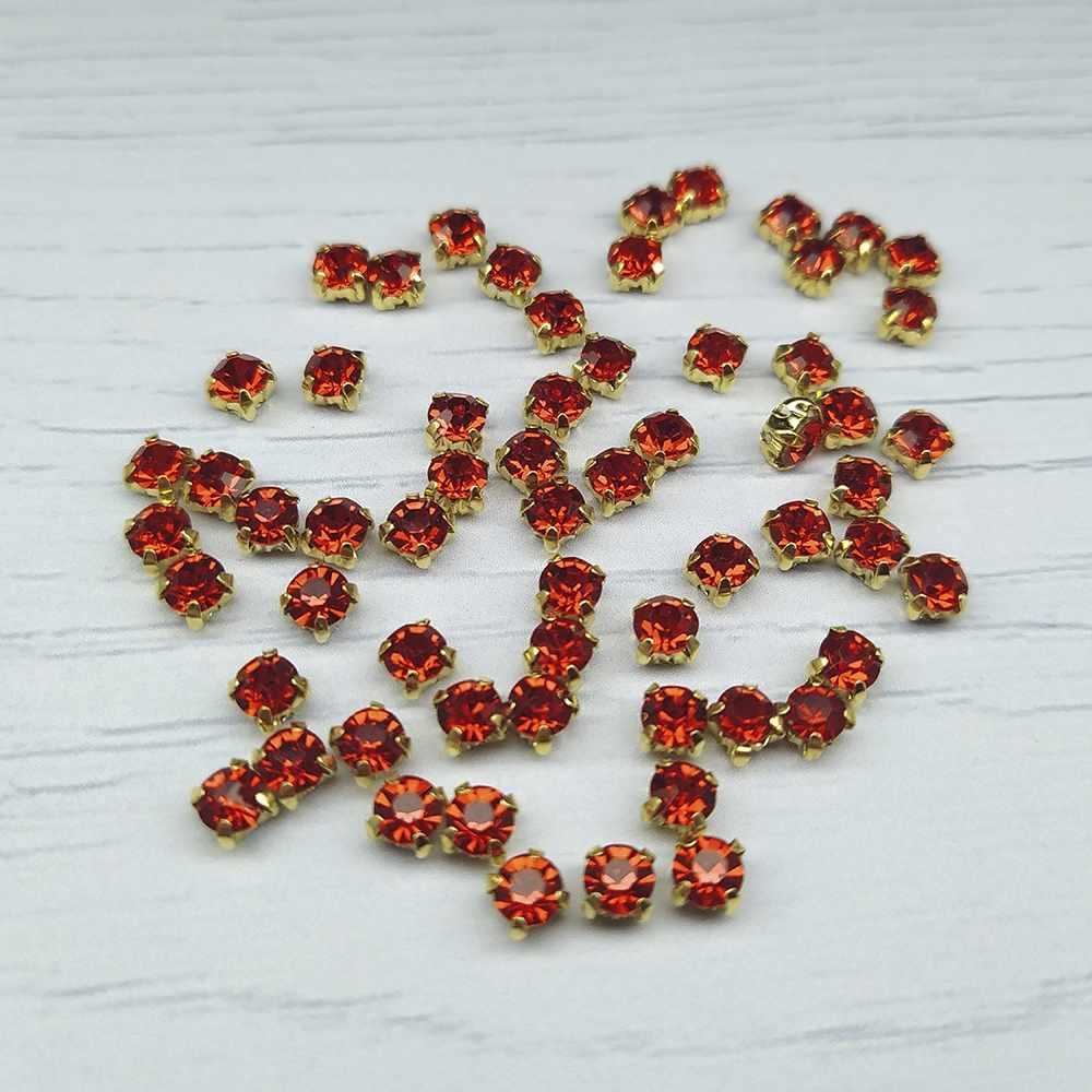 ЗЦ012НН44 Хрустальные стразы в металлических цапах (Золото) Красный 4х4 мм 29-30 шт/упак.