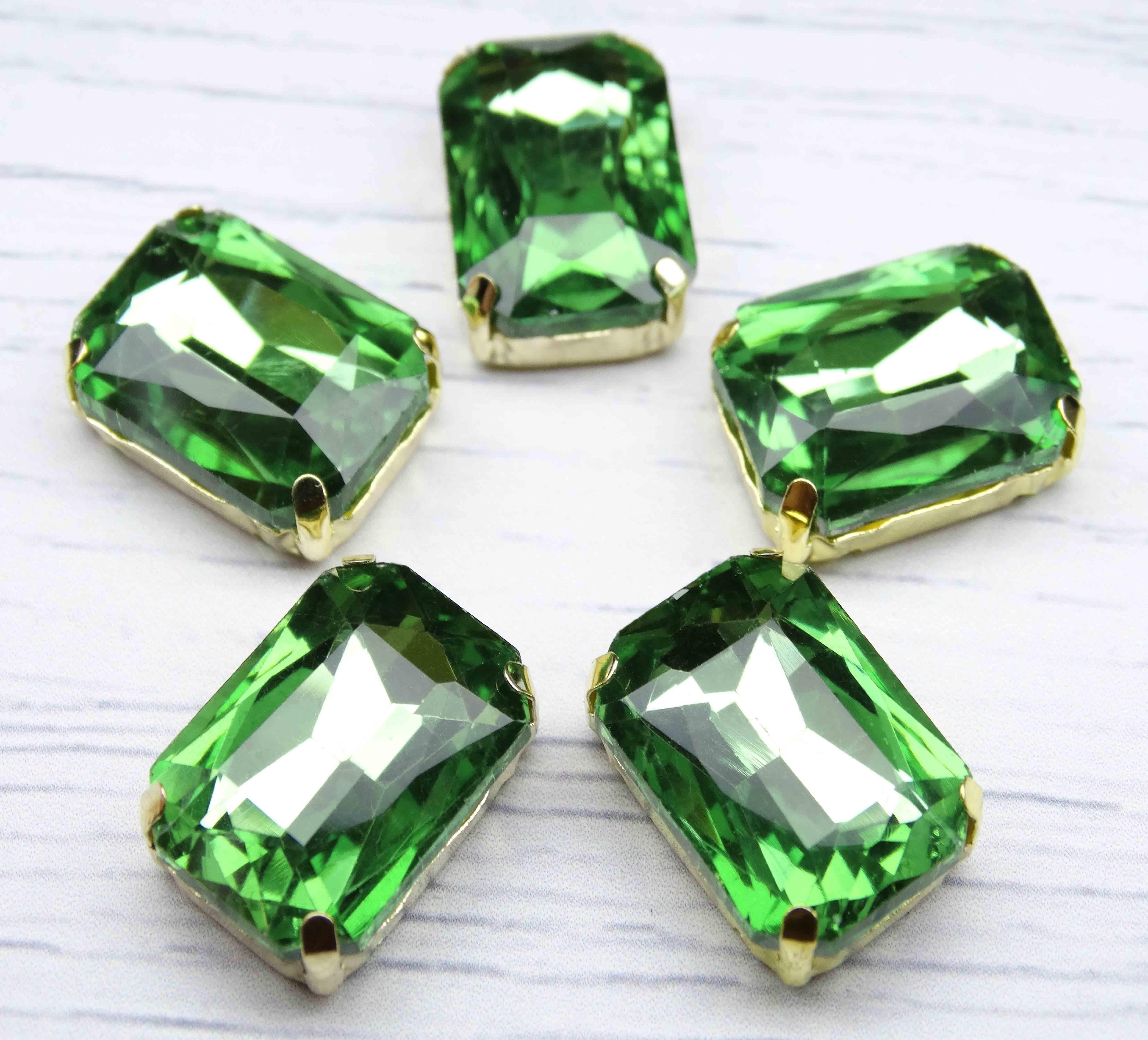 ПЦ006НН1318 Хрустальные стразы в металлических цапах (золото) Светло-зеленый 13х18 мм 3 шт/упак.