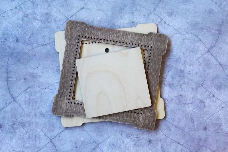 ОР-263 Рамка коричневая квадрат малая 16*17/10*11 см