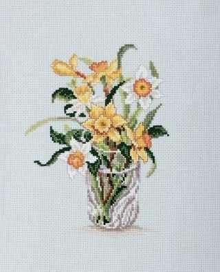 C180 Нарциссы в хрустальном стакане