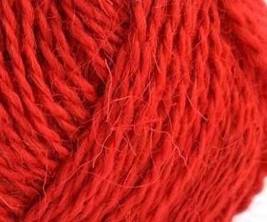 Пряжа Пехорка Деревенская Цвет.88 Красный мак