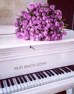 Ag5815 - Розы на рояле - мозаика