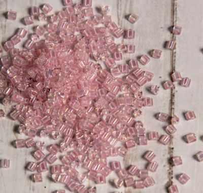 №0780 св.розовый/радужный 11/0 TRIANGLE №3 2.2 мм