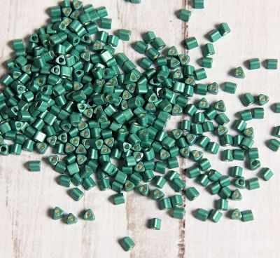 №0561F светло-зеленый/матовый/металлик 11/0 TRIANGLE №5 2.2 мм