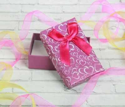 1037530 Коробочка подарочная под кулон/серьги/кольцо Блестящие сердца