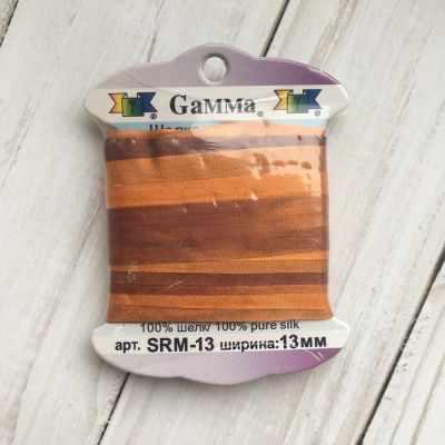 Ленты Gamma SRM-13 Лента декоративная Gamma шелковая M136 яр.оранжевый/коричневый ленты gamma srm 13 лента декоративная gamma шелковая m108 зеленый св коричневый