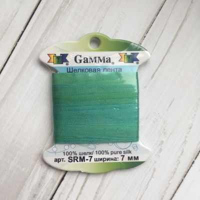 Ленты Gamma SRM-7 7 Лента декоративная Gamma шелковая M115 бл.зеленый/изумрудный ленты gamma srm 7 7 лента декоративная gamma шелковая m136 яр оранжевый коричневый