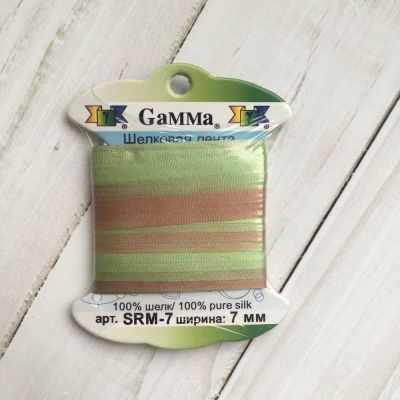 Ленты Gamma SRM-7 7 Лента декоративная Gamma шелковая M123 фисташковый/св.коричневый ленты gamma srm 7 7 лента декоративная gamma шелковая m136 яр оранжевый коричневый