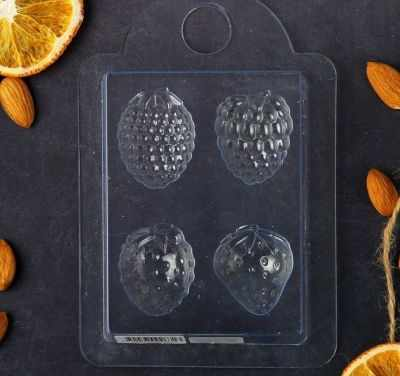 2334330 Пластиковая форма для мыла Ягодки , размер каждой ягодки