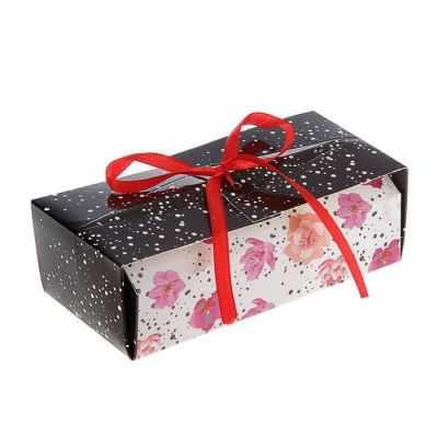 2121483 Коробка для сладостей Цветы на белом