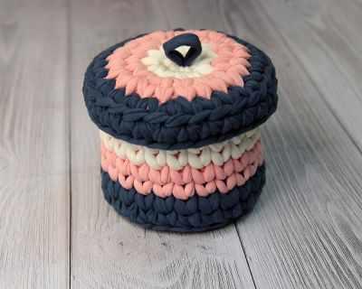 Вязаная конфетница с крышечкой 8,5 см - Декор для кухни