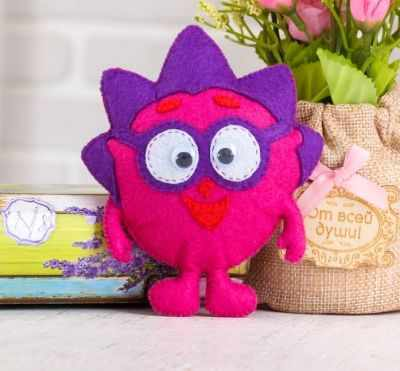 Набор для изготовления изделий из фетра Смешарики 2688098 Набор для создания игрушки из фетра Смешарики Ежик смешарики шторка экран смешарики на боковое окно фиолетовый