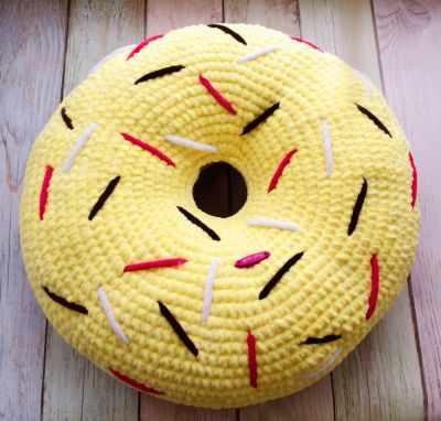 Подушка Пончик желтый 33 см