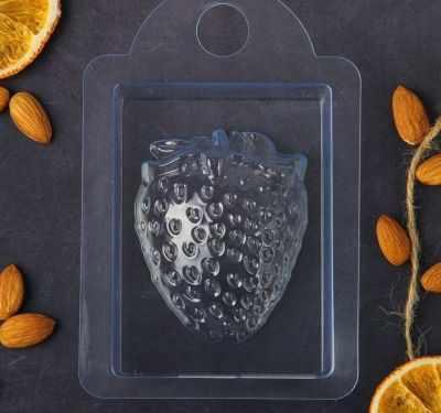 2334322 Пластиковая форма для мыла Клубника большая