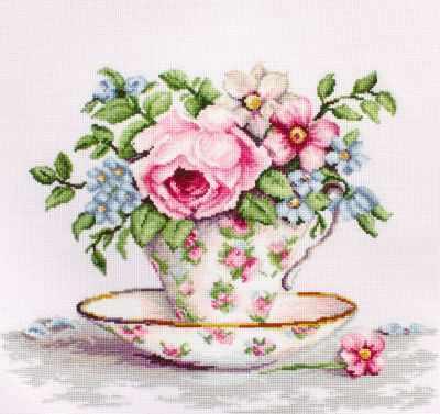 B2321 Цветы в чайной чашке