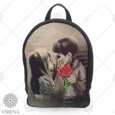 Набор для вышивания VIRENA Рюкзак_203 Набор для вышивания на мини-рюкзаке. Черный. Поцелуй