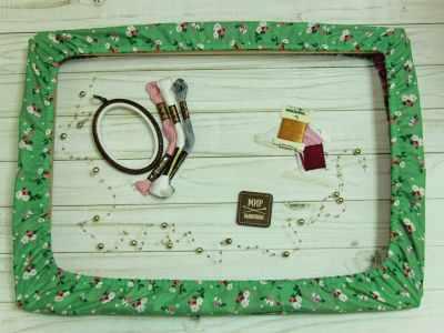 Каталог Arapova A. Чехол на пяльцы.Мелкие цветы на зеленом 43*28