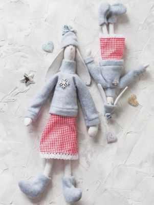 Набор для изготовления игрушки Арт Узор 4263009 Мягкие куклы «Новогодние зайки Бетти и Летти», набор для шитья