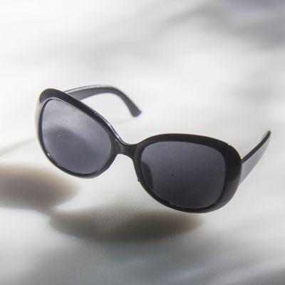 Фото - Заготовки и материалы для изготовления игрушки Pugovka Doll Очки солнечные, черные карр дж черные очки